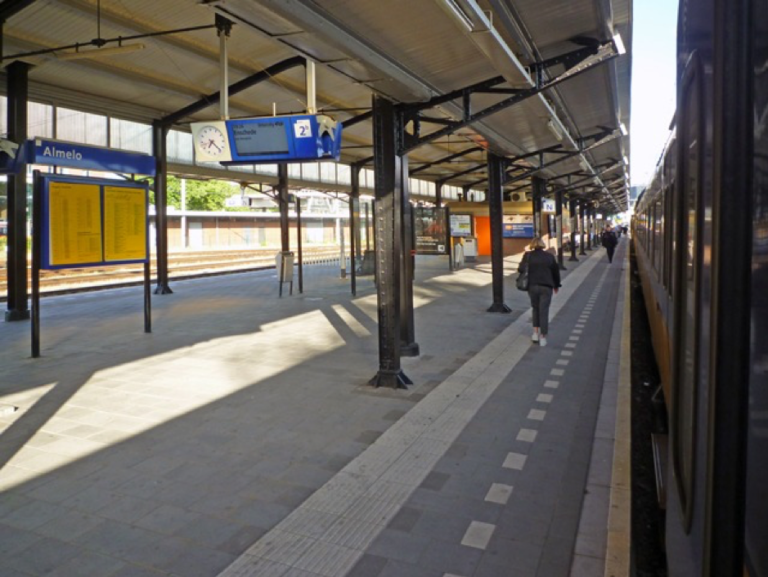 Almelo train station